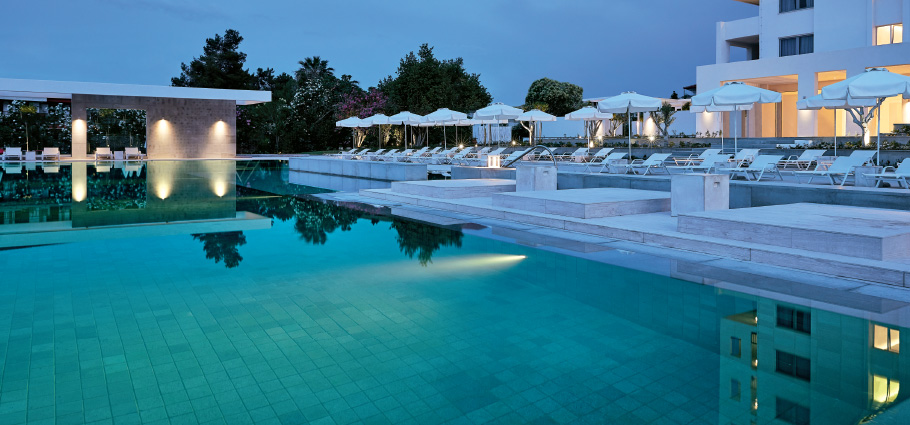 04-margo-bay-and-club-turquoise-new-outdoor-gym-and-spa-cabanas-in-halkidiki