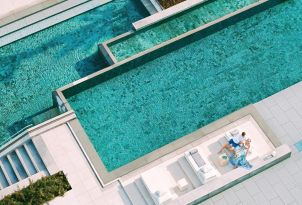 03-margo-bay-and-club-turquoise-fresh-water-pool-in-halkidiki