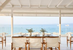 08-dine-next-to-the-beautiful-sea-in-margo-bay-luxury-resort